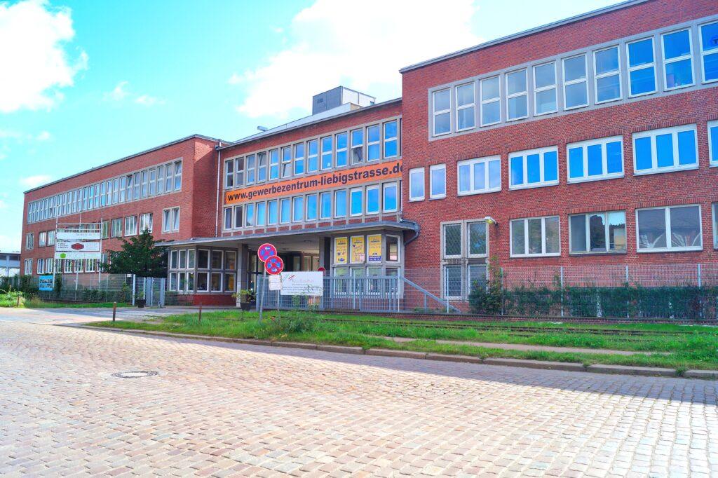 Gewerbezentrum Liebigstraße Bürogebäude von vorne